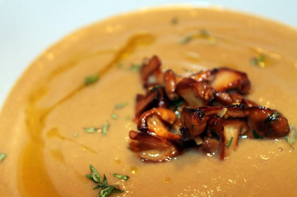 chanterelle-soup